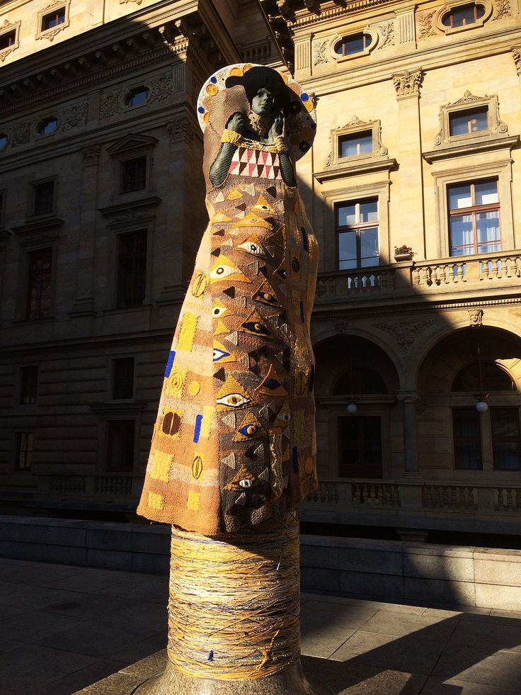 Knitted Klimt, Prague