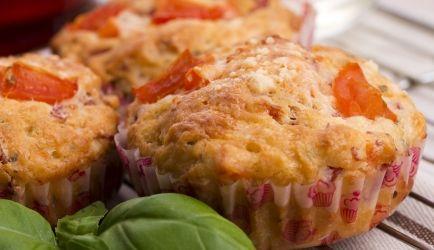 Pizzamuffins recept | Smulweb.nl