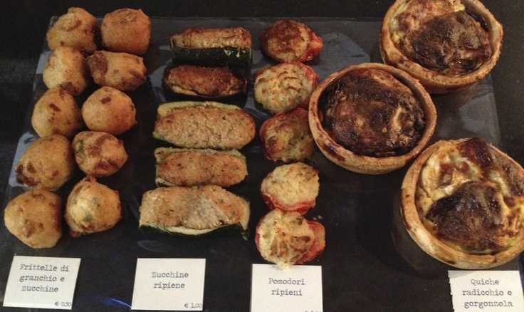 Polpette di granchio  Zucchine e pomodori ripieni  Quiche radicchio e gorgonzola