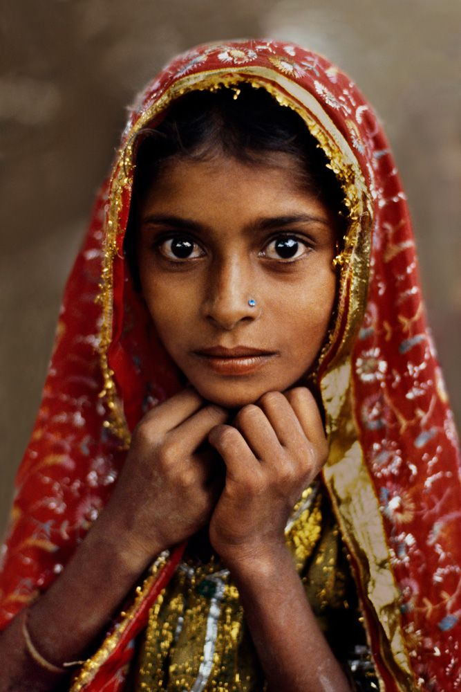 STEVE MCCURRY: Icons and women. Rajasthan. 1983.