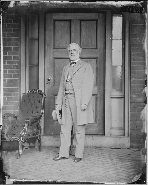 Robert E. Lee on his back porch in April of 1865. Photography by Mathew Brady. #civilwar #robertelee