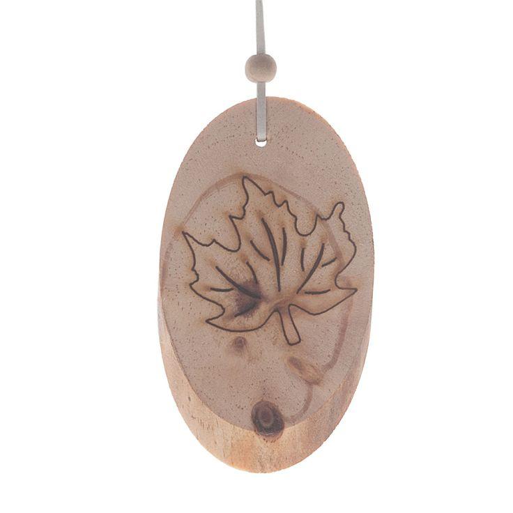 Dikke plak hout aan een hanger met een gebrande blad-print. Afmeting: 11,5 x 5 cm - Hanger Plak Hout - Blad