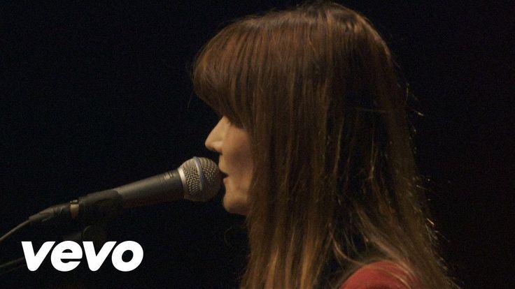 Carla Bruni - Quelqu'un m'a dit (à l'Olympia) - YouTube