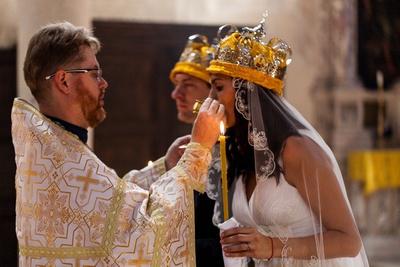 #sposi con #sacerdote durante #serviziofotografico di #matrimonio ortodosso a #Venezia.