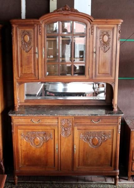 Antiker Gründerzeit Schrank-Buffet um 1880.Das Buffet aus Frankreich, Massivholz Nussbaum, befindet sich in einem gebrauchten, aber guten Zustand. Alle Türen, Schubladen und Schlösser sind funktionstüchtig. Drei Schlüssel sind vorhanden.Aufsatz Buffets, Vitrinen, AnrichtenSUPER JUGENDSTIL TYPISCHE SCHNITZEREIEN UND VERZIERUNGEN DIE HIER AUS DEM VOLLEN HOLZ GEHOLT WURDENHOCHWERTIGE ORIGINALE IN HOLZ EINGEFASSTE SCHEIBEN MIT DEN ALTBEKANNTEN FACETTENSCHLIFFRÜCKWANDSPIEGEL I...