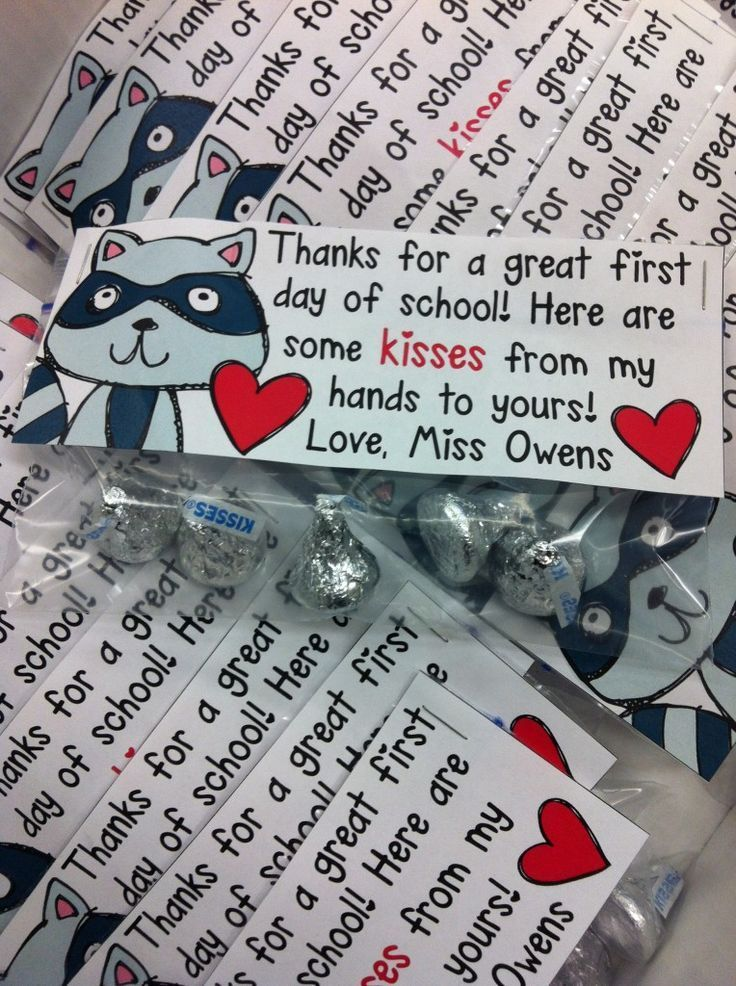 "Kissing Hand treat bag tag FREEBIE ""Kisses from my hands to yours."" Cute!"