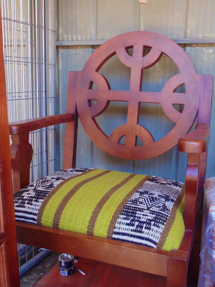 "Muebles con diseño #SemillaLibre #ProductoNatural #campesino #artemapuche #artesania #mapuche #feria #local  ----  ""FERIA WE NEWEN"" Padre Las Casas, Araucanía. Chile."