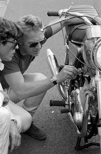 Steve McQueen pictured with a'72 Norton 'Combat' Commando 750.