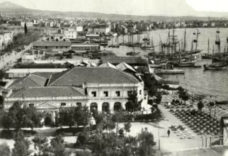 Χώρος ψυχαγωγίας, κοσμικών και ερωτικών επαφών πλουσίων Θεσσαλονικέων και επισκεπτών της πόλης.
