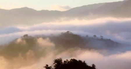 日本のマチュピチュ・竹田城跡に秋 たなびく雲海