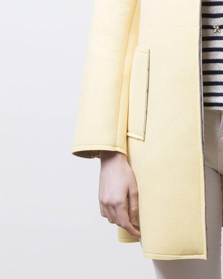 ¡Sal de la monotonía e ilumina tu #domingo! Recuerda que por compras de #nuevacoleccion superiores a 60€ te regalamos una bonita bolsa de tela ¡Consigue la tuya! algo-bonito.com #algobonito #algobonitoonline #new #novedades #abrigo #amarillo #yellow #spring #colour #color #primavera #sunday #sunshine #shop #moda #fashion #instafashion