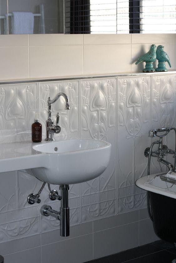 17 beste idee n over art deco badkamer op pinterest art deco decor art deco behang en - Deco toilet ideeen ...