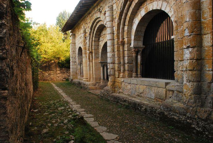 Ici des pierres du patrimoine, à Marcylhac sur Célé, point étape des marcheurs du chemin de St Jacques de Compostelle.