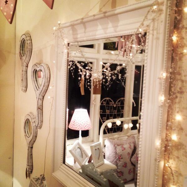 お部屋が一瞬でおしゃれになる♡fairy light(フェアリーライト)でふんわりルームに。 | mery [メリー]