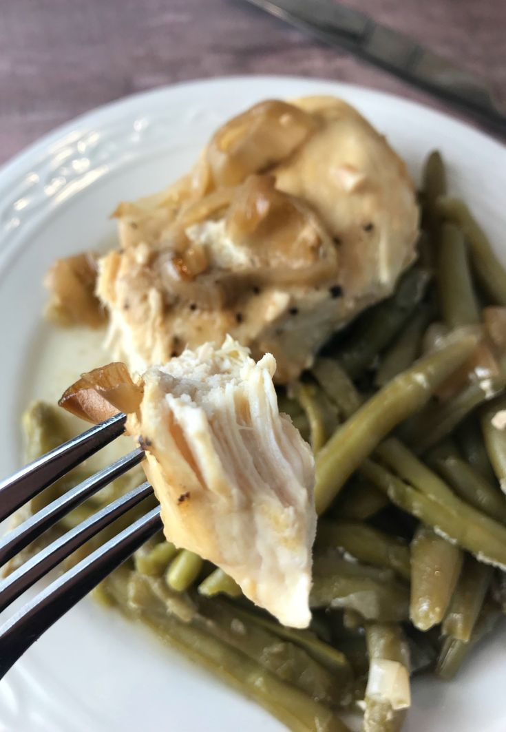 """This """"crock-pot chicken and green beans with vinaigrette"""" recipe is very simple. Prep work is less than 5 minutes and one serving is just 2 WW FreeStyle Smart Points per serving."""