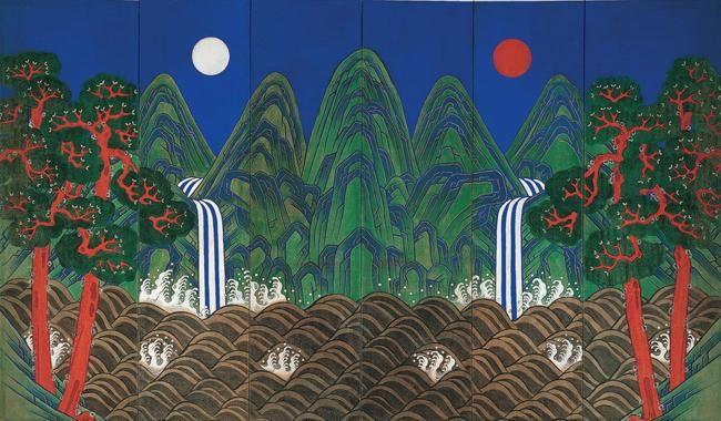 일월오봉도 중앙에 큰 봉우리 양쪽으로 봉우리 2개가 대칭을 이루고 화면 오른쪽과 왼쪽에 해와 달, 그 아래 폭포가 흘러내려 넘실대는 바다를 이루고 하단에는 적송(붉은 소나무) 2그루씩 양쪽에 배치돼 있다. 이러한 배치를 두고 혹자는 시경(詩經)의 천보(天保)라는 시의 내용을 그린 것 또는 달과 해는 음과 양, 다섯 봉우리는 오행으로 설명하는 음양오행설(陰陽五行說), 십장생도에서 분류된 장생도의 일종 등 다양한 해석을 할 정도로 우리 민족의 보편적 정서가 반영됐다.