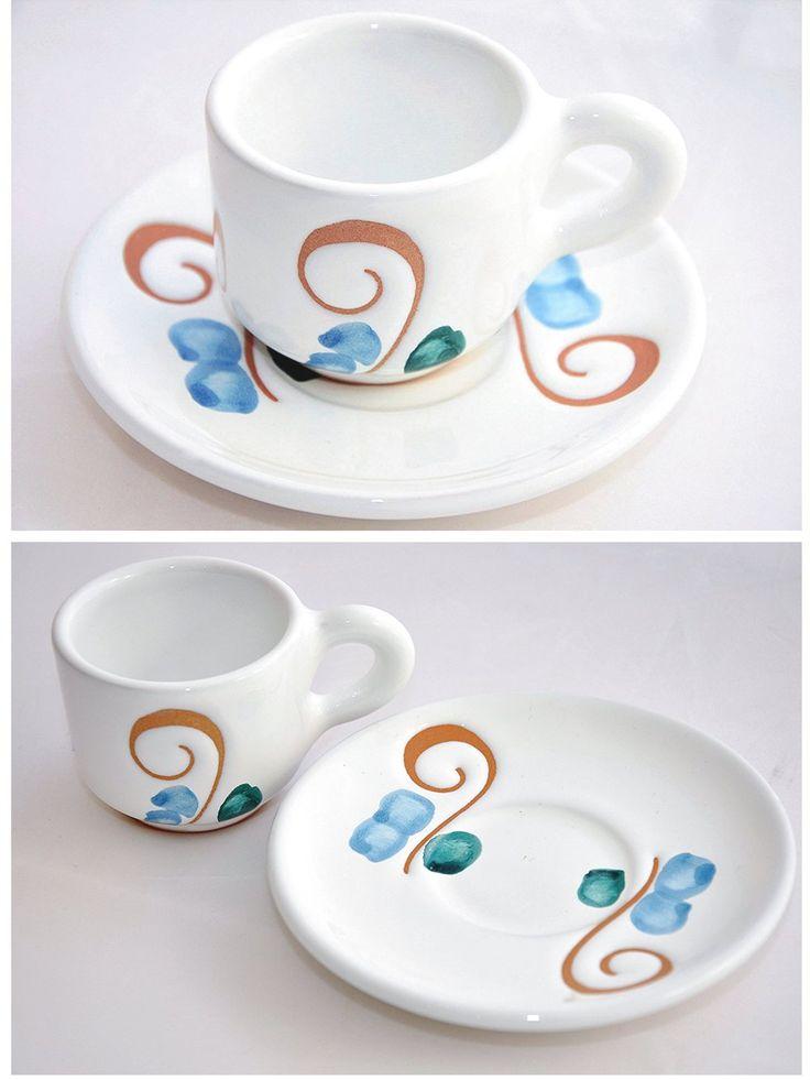 Tazzina e Piattino da caffè. Ceramica sarda. Decorazione pavoncelle. Arte sarda, artigianato sardegna, artigianato sardo, sardinia, handmade, handicraft, crafts, home decor, ceramics