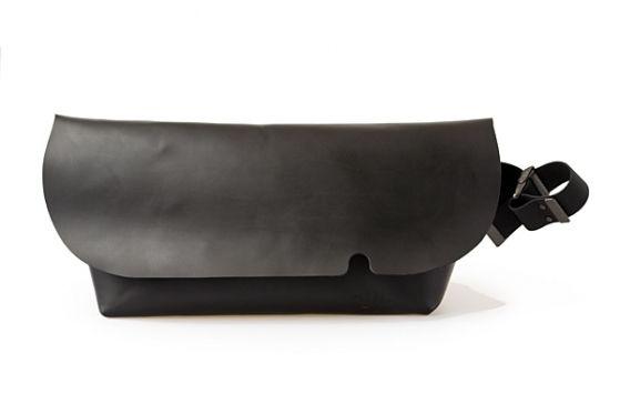MESSENGER BAG (L)/BLACK