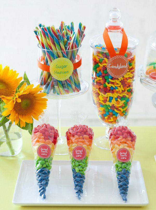 Kids Rainbow party! para festejar el día del niño una fiesta de arcoiris . tip:estos dulces y bolsas las pueden conseguir en www.dulcetera.com