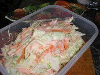 Ha már önmagában is szereted a káposztát, salátaként még inkább imádni fogod. Akáposztasaláta egy könnyed, frissen ropogós és nagyon finom étel, melyet gyorsanelkészíthetsz, praktikusan tárolhatsz és hűtőben tartva sokáig frissen tarthatsz. Az alapreceptszerint a káposzta mellé szükség van sárgarépára, almára és vöröshagymára. A káposztát asárgarépával együtt vékony csíkokra kell vágni. Ehhez jön hozzá az alma és a hagyma. Ezeketegy jókora tálban alaposan összekavarod, erre jön rá a…