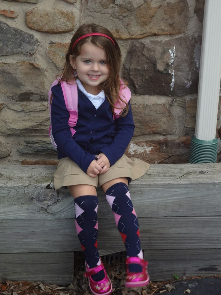 I think Zaylie's school does uniforms (cool idea to let her stand out)