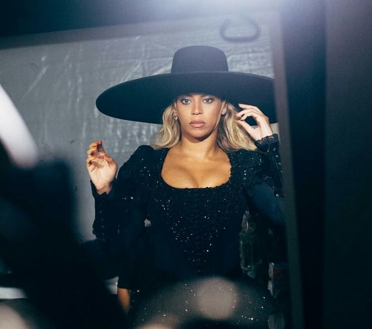 Beyoncé getting in formation backstage. <3 #FWT