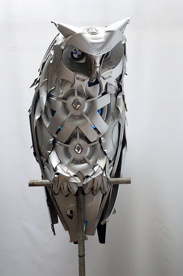 Old Hubcaps Recycled Into Stunning Animal Sculptures- Brighton, UK-based artist Ptolemy Elrington has been morphing discarded hubcaps into amazing animal sculptures.