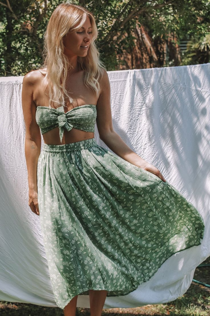 For the Oasis Goddess. Made from lightweight rayon, the Luella skirt is designed with an elastic waistband to sit high on the waist or on the hips. A comfortable wear, that can be dressed up or down with ease! Coordinate with out Bandeau in Moss for a killer combo! Rayon Partially Lined