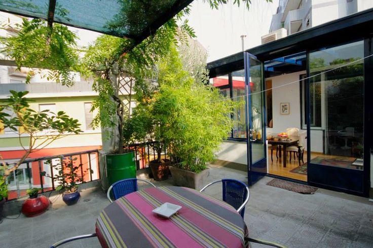 Il terrazzo con le marmette in cemento come i marciapiedi liguri