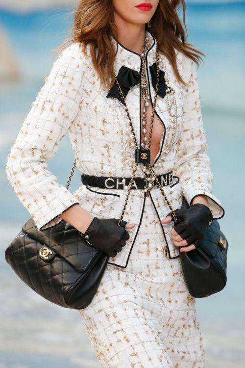 Лучшие аксессуары из коллекции Chanel весна-лето 2019   Vogue Ukraine 504d4d228b2