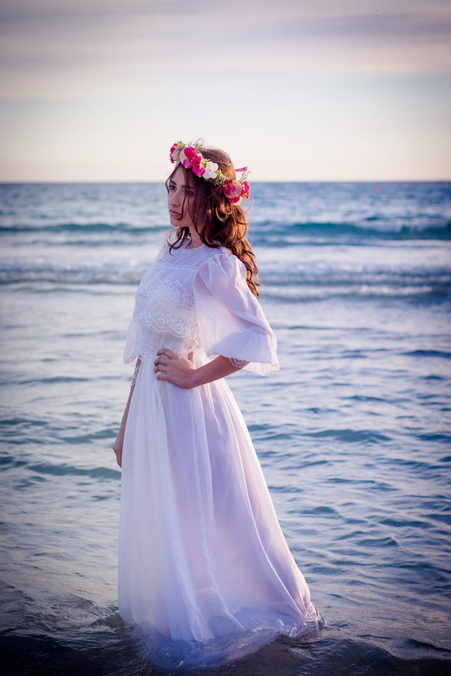 Heiraten auf Mallorca mit Blumenkranz und Meer von Pretty Weddings | Hochzeitsblog - The Little Wedding Corner