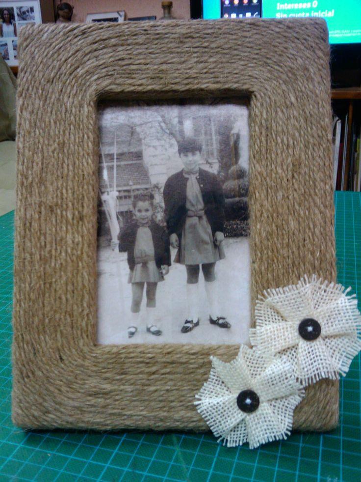 Portaretratos con cuerda, mi hermana y yo, cuantos años...!!!