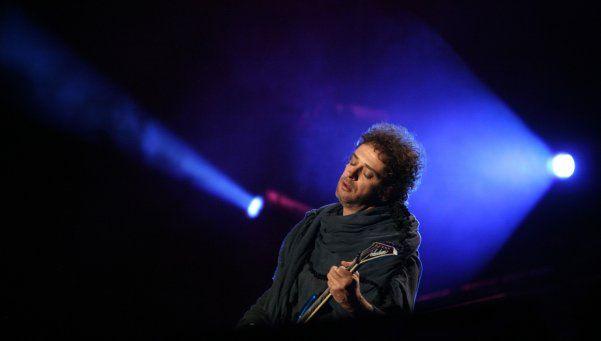 Perfil   Cerati, el hombre que cambió el rock nacional y una generación.    Gustavo Cerati irrumpió en la escena artística con peinados raros, una vestimenta exótica y acordes novedosos. Y modificó las vidas de miles de personas.  http://www.diariopopular.com.ar/c202170