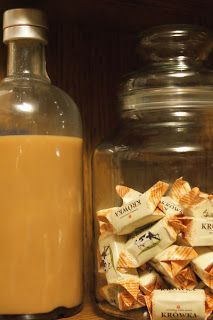 Składniki :       - 400 g krówek lub puszka mleka skondensowanego słodzonego  - 1/2 szklanki śmietany 12%   - 1/2 szklanki mleka   - 2...