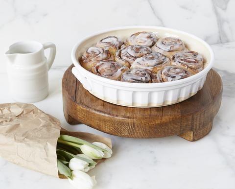 Round Trivet, Medium - Kitchen trivet – etúHOME // Europe2You // Serveware // Entertaining // Baking // Cinnamon Rolls // Kitchen // https://etuhome.com/collections/serveware/products/medium-round-trivet