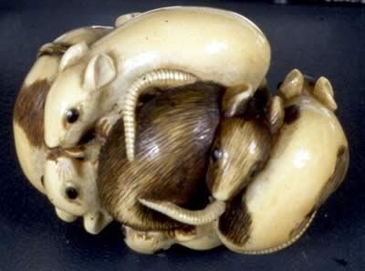 19th century netsuke of a group of snuggling rats