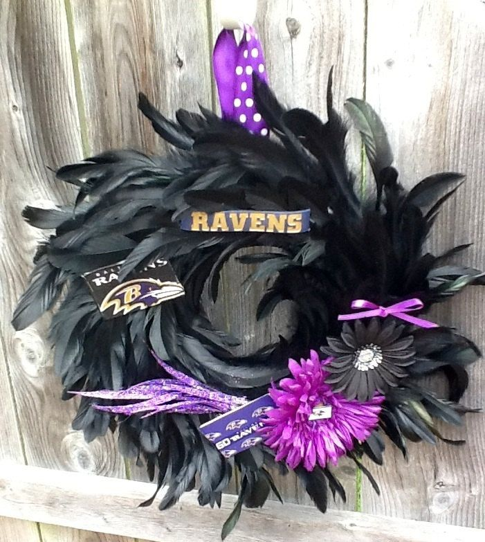 Baltimore Ravens Feather Wreath. Cute. I want to make one of these!