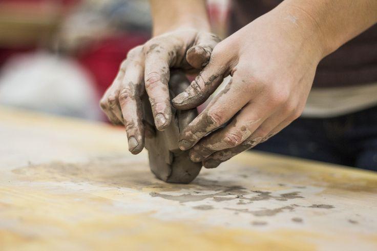 Het is een verontrustende trend in onze westerse wereld dat handwerk goedkoop moet geproduceerd worden. Handwerkers uit eigen land zien het graag anders. Heb jij als individu daar invloed op? Kan h…