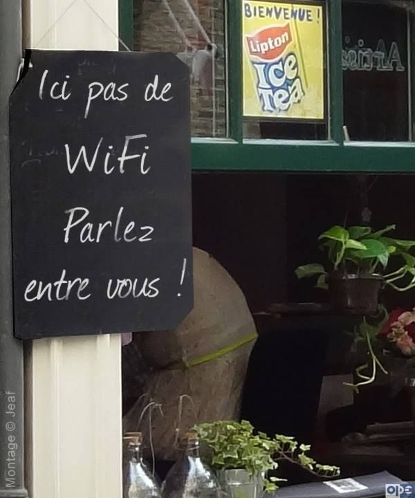 Ici pas le WiFi : Parlez entre vous No WiFi here : Talk to each other.