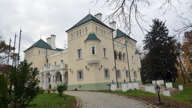 A Pest megyei kastély gyönyörű parkjával és exkluzív belső tereivel igazi kuriózum. http://kozelestavol.cafeblog.hu/2017/11/05/magyar-versailles-acsaujlaki-kastely/
