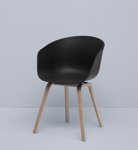 204.- Armlehnstuhl About a Chair AAC 22 von Hay, Sitzschale schwarz, Gestell Eiche geseift