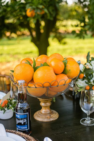 simple + pretty orange centerpiece | Sarah Becker #wedding