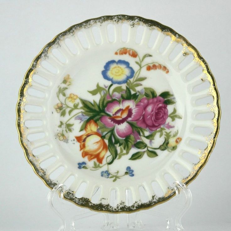 Small round plate with a floral design in the center gold trim on the edge & 14 best Collectible Plates images on Pinterest | Decorative plates ...