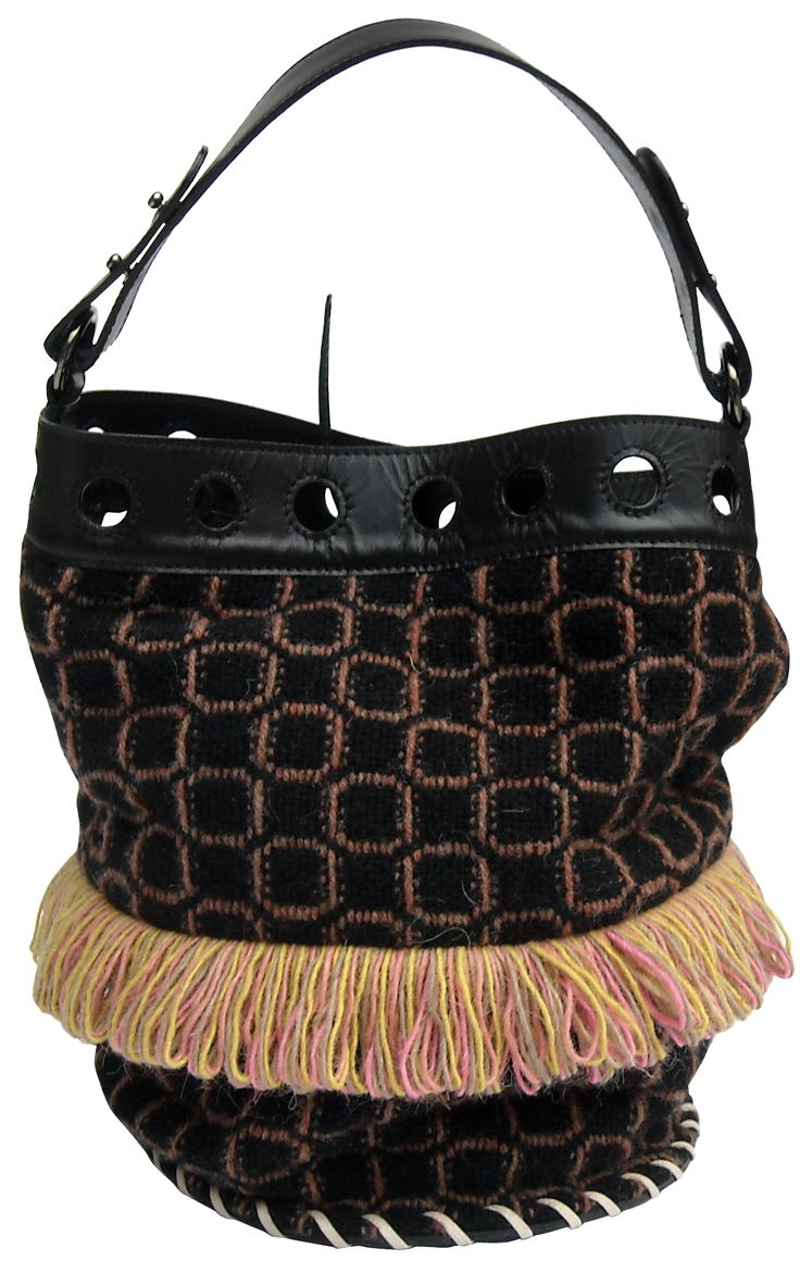 Sirena Winter bag in handwoven fabric nuba black. 100% shetland wool. leather handle