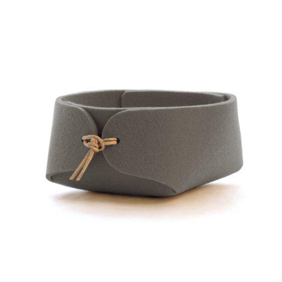 Simple desk organizer in wool felt - Slate gray felt bowl with leather strap closure - jewelry organizer