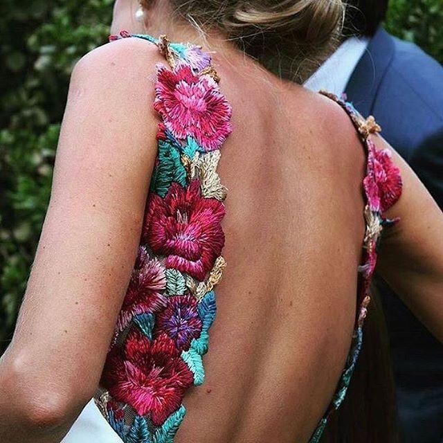 Flores bordadas para novias, el must de esta temporada #disoñandobodas #disoñando #bodas #novias #bride #wedding #tendencias #floresbordadas #flores #bordados #vestidodenovia #style #estilo #tendencia #moda