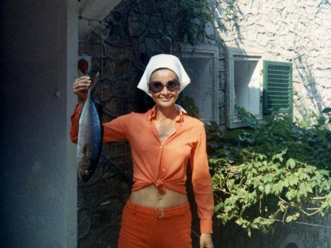 Alcune delle immagini inedite della  Audrey Hepburn «italiana» (visse a Roma oltre vent'anni) che si possono scoprire nel libro «Audrey mia madre», scritto dal figlio Luca Dotti (con lei, bambino, nella foto qui sopra)