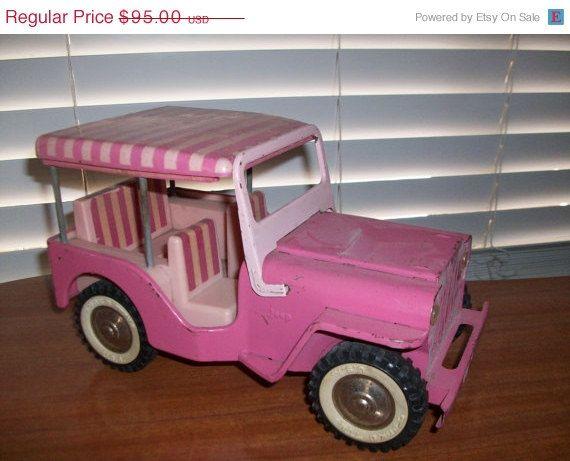 Vintage Original Tonka Pink Jeep.   Deze kreeg ik toen ik vier was!  Een roze Jeep. Vooral het roze-wit gestreepte dakje was prachtig!