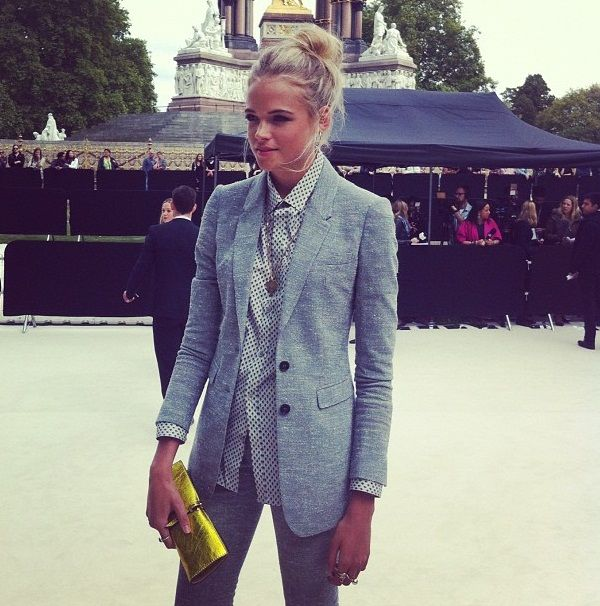 Buttoned up style. Blazer. Grey