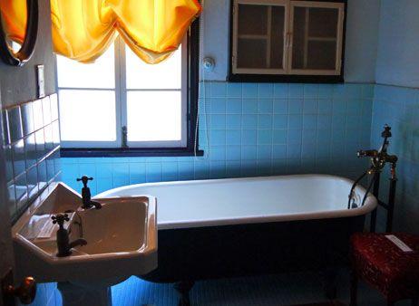 背景写真素材を追加しました。主に洋館です。神戸旅行で異人館周辺を巡ったのですが、ノスタルジックな洋館の内部が大変ステキでした。お風呂や寝室がオシャレできゅんっとしました。オランダ館(だったかな?)の寝室で、ベッドの上にウェディングドレスのよ